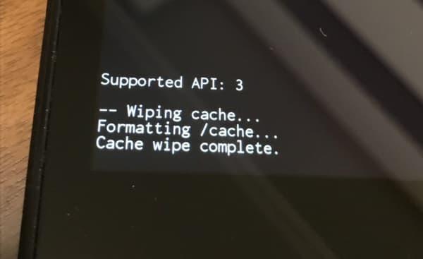 画面左下に「Cache wipe complete.」と表示される