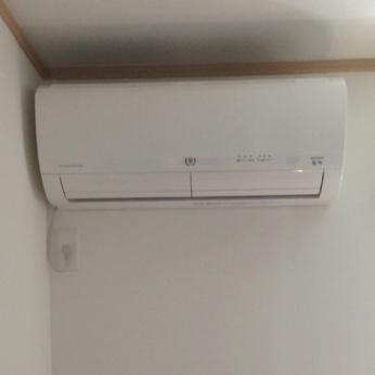 2.5帖の書斎にもエアコンは絶対必要なんですよ!