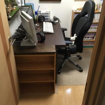 【DIY】机も広い!本棚を短く切って天板にアンティーク板を付けました